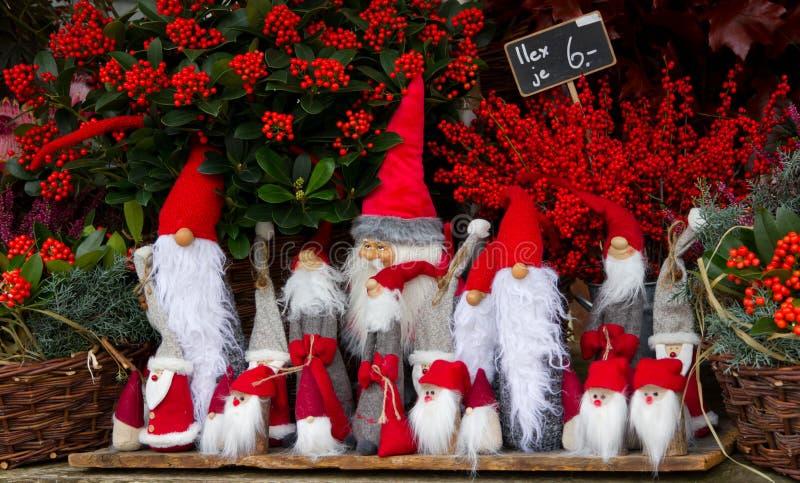 Jultomtendocka på stallen royaltyfria bilder
