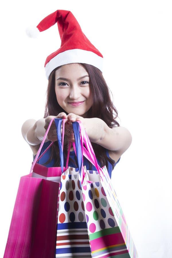 Jultomtenflicka på att rymma mycket shoppingpåse royaltyfria foton