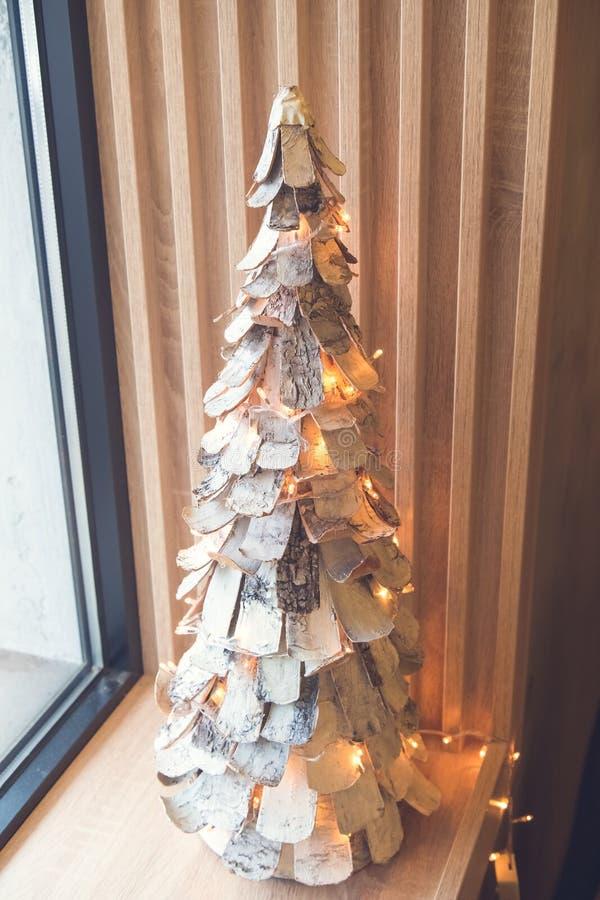 Julträgarnering i kafét, julgran royaltyfri fotografi