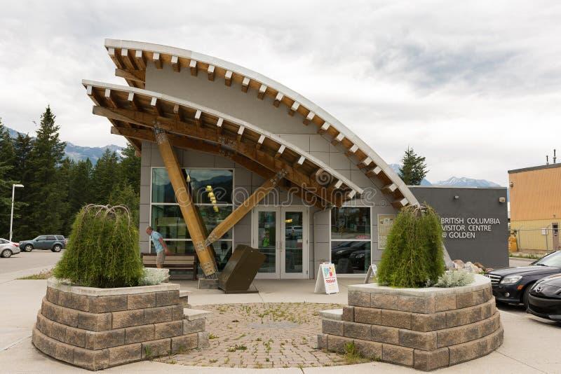 2016-July-01 : Centre d'or de visiteur situé à la Colombie-Britannique d'or Canada un jour obscurci d'été photos stock