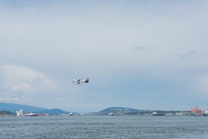 2016-July-17 : Hydravion d'air de port décollant du bureau de Vancouver photographie stock