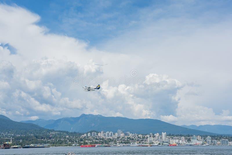 2016-July-17 : Hydravion d'air de port décollant du bureau de Vancouver photo libre de droits
