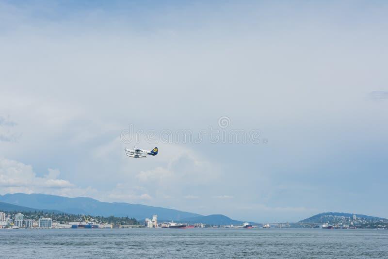 2016-July-17 : Hydravion d'air de port décollant du bureau de Vancouver image stock