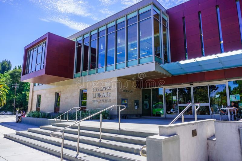 July 30, 2018 Los Gatos / CA / USA - The new and modern Los Gatos Library in the downtown area, next to the Civic Center; south. San Francisco bay area stock photography
