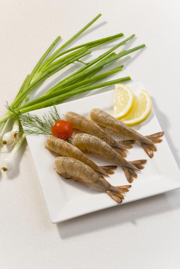Free Jumbo Headless Shrimps With Lemon And Cherry Tomato On White Plate Stock Image - 92976941