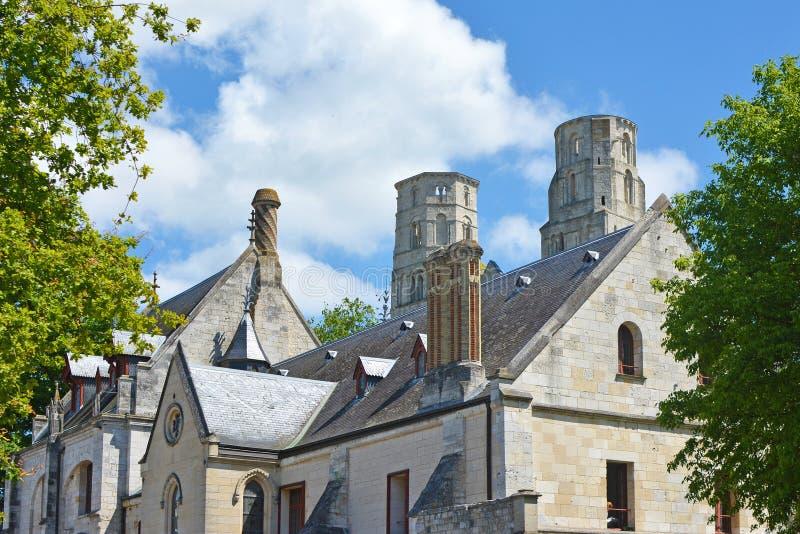 Jumièges abbotskloster som utifrån bygger royaltyfri fotografi