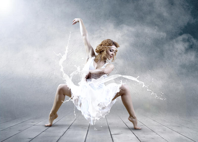 Download Jump Of Ballerina Royalty Free Stock Images - Image: 21036489