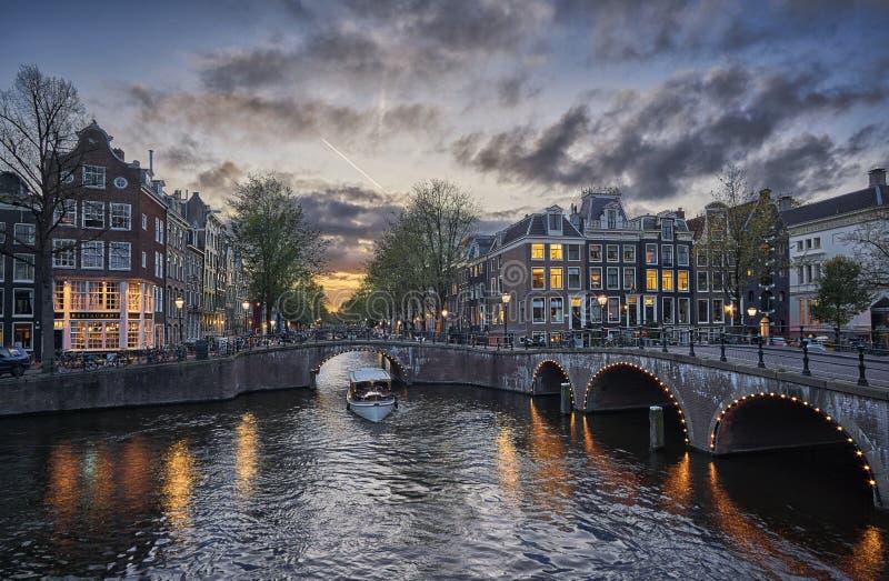 Junção de Amsterdão Keizersgracht e de Leidsegracht foto de stock royalty free