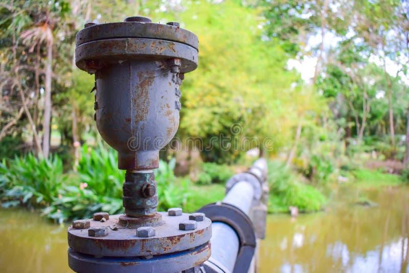 Junção de tubulação oxidada fotografia de stock