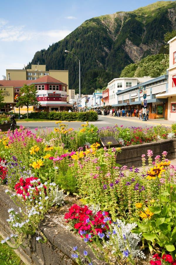 """JUNEAU, †di ALASKA/UNITED STAES """"5 agosto: I turisti camminano lo stre fotografia stock libera da diritti"""
