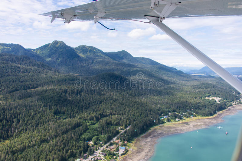 Juneau, Alaska vom Wasserflugzeug lizenzfreies stockfoto