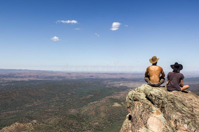 Jungów mężczyźni i Rozciągają się parka narodowego obrazy stock