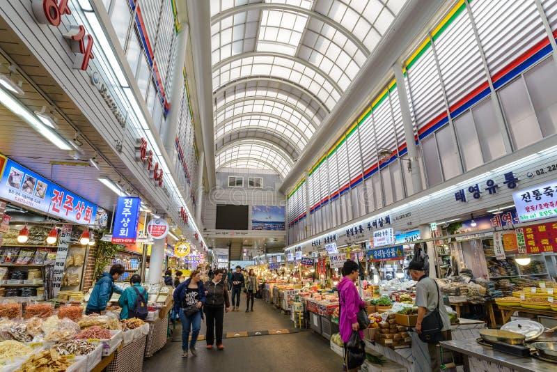 Jungbu secó el mercado de los mariscos, Seul fotos de archivo