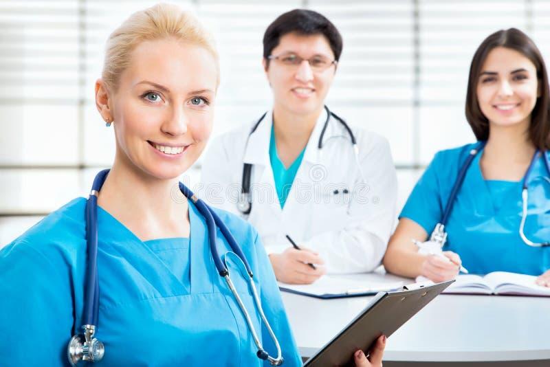 Junge Ärztin lizenzfreies stockfoto