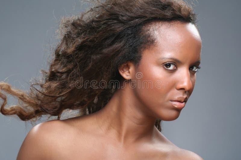Junge afrikanische Frau stockfotos