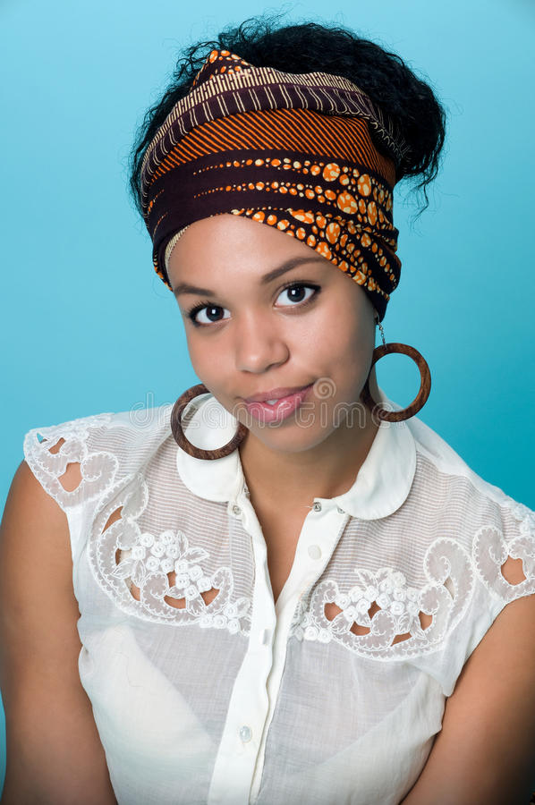 Junge Afroamerikanerfrau lizenzfreie stockfotografie