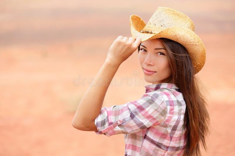 Junge amerikanische Cowgirlfrau stockbild