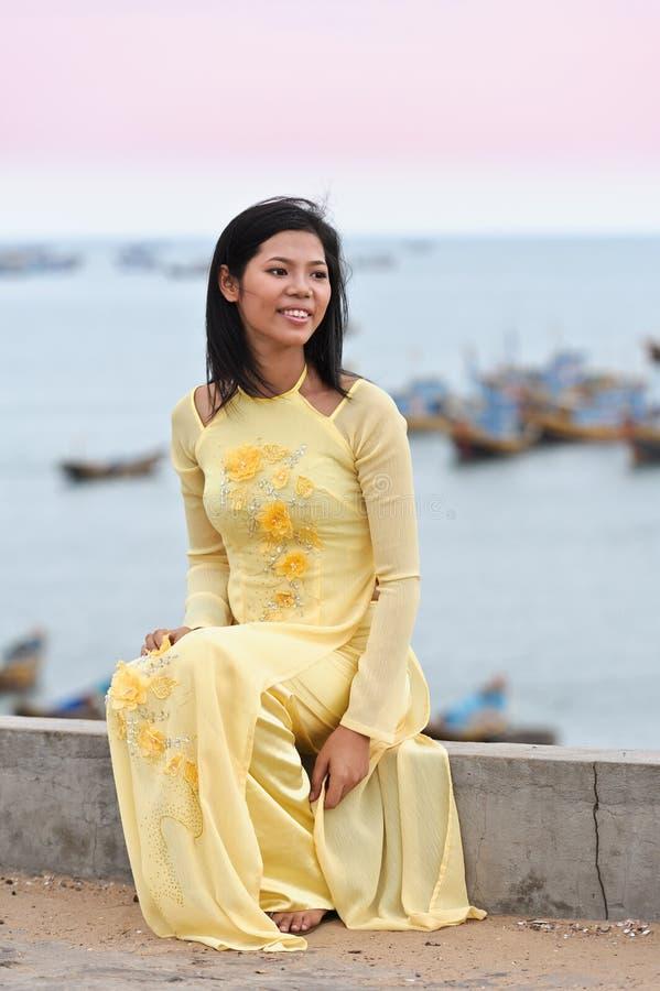Junge asiatische Frau lizenzfreie stockfotografie