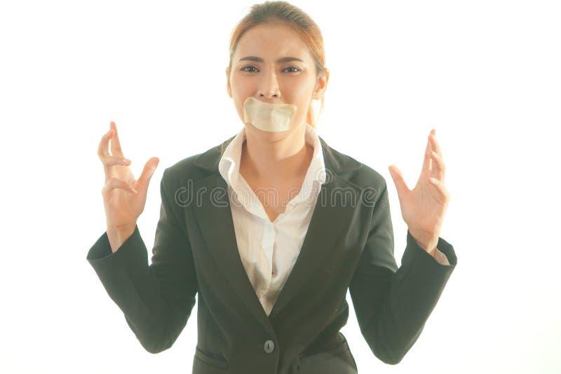 Junge asiatische Frau mit Band auf ihrem Mund lizenzfreie stockfotografie