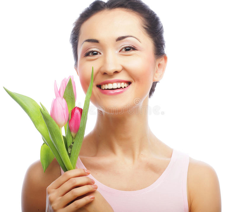 Junge asiatische Frau mit Tulpen lizenzfreies stockfoto