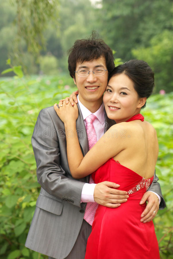 Junge asiatische Paare stockbilder