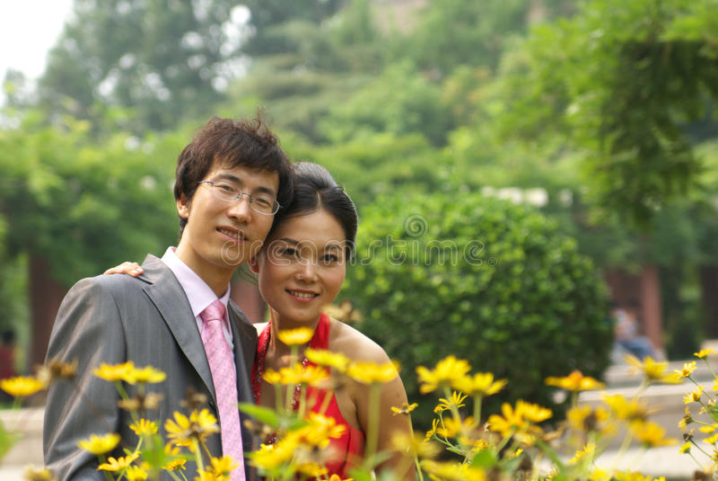 Junge asiatische Paare stockbild