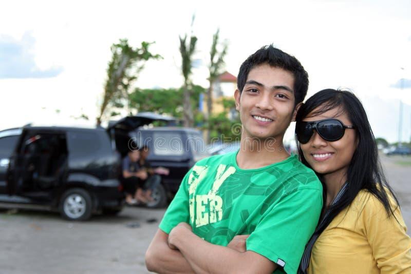 Junge asiatische Paare lizenzfreie stockfotografie