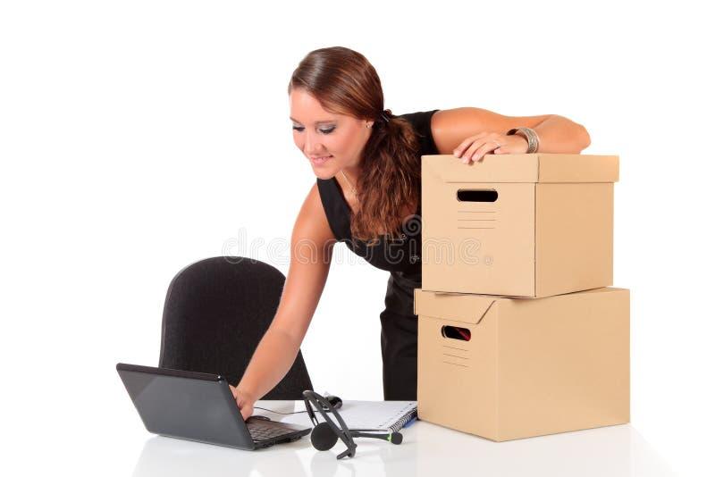Junge attraktive Geschäftsfrau lizenzfreie stockbilder