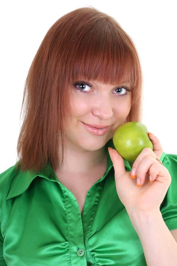 Junge attraktive red-haired Frau mit grünem Apfel stockfotos