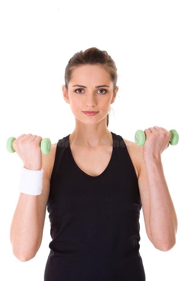 Junge attraktive weibliche Übung unter Verwendung der Gewichte stockbild