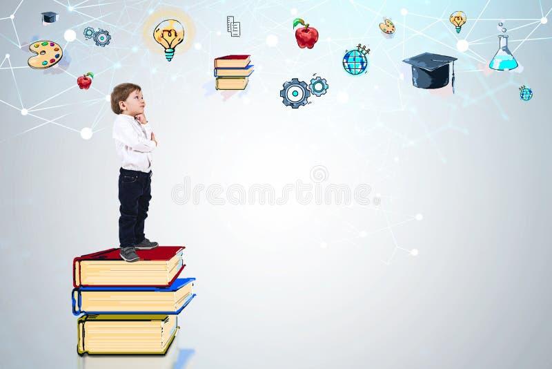 Junge auf Büchern denkend an Ausbildung stock abbildung