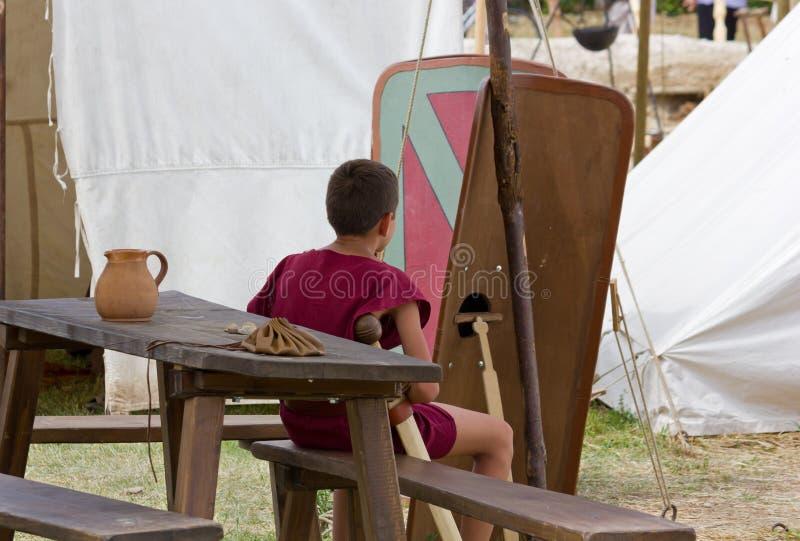 Junge bei alten Roman Reenactment in Aquileia stockfotos