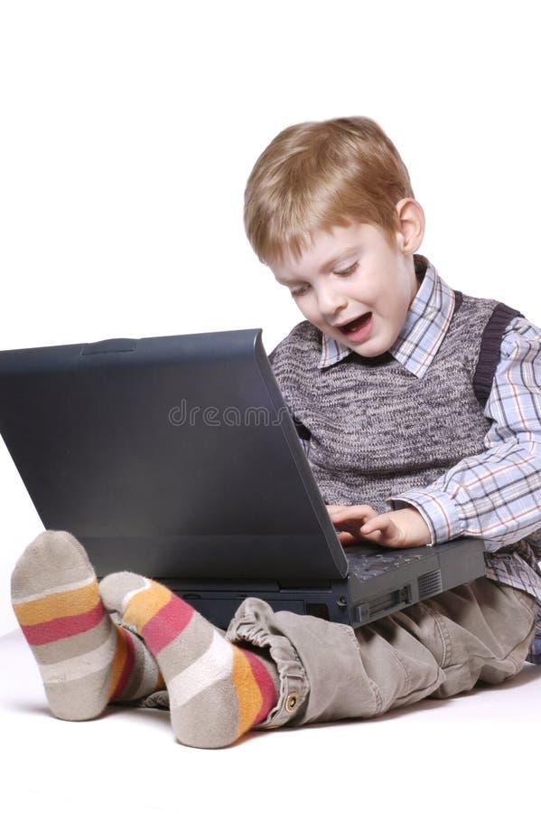 Junge bei der Arbeit stockbilder