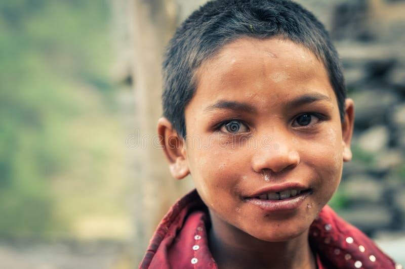Junge in Beni in Nepal stockfotos