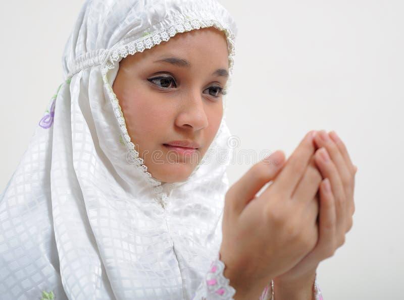 Junge betende Frau lizenzfreie stockfotografie