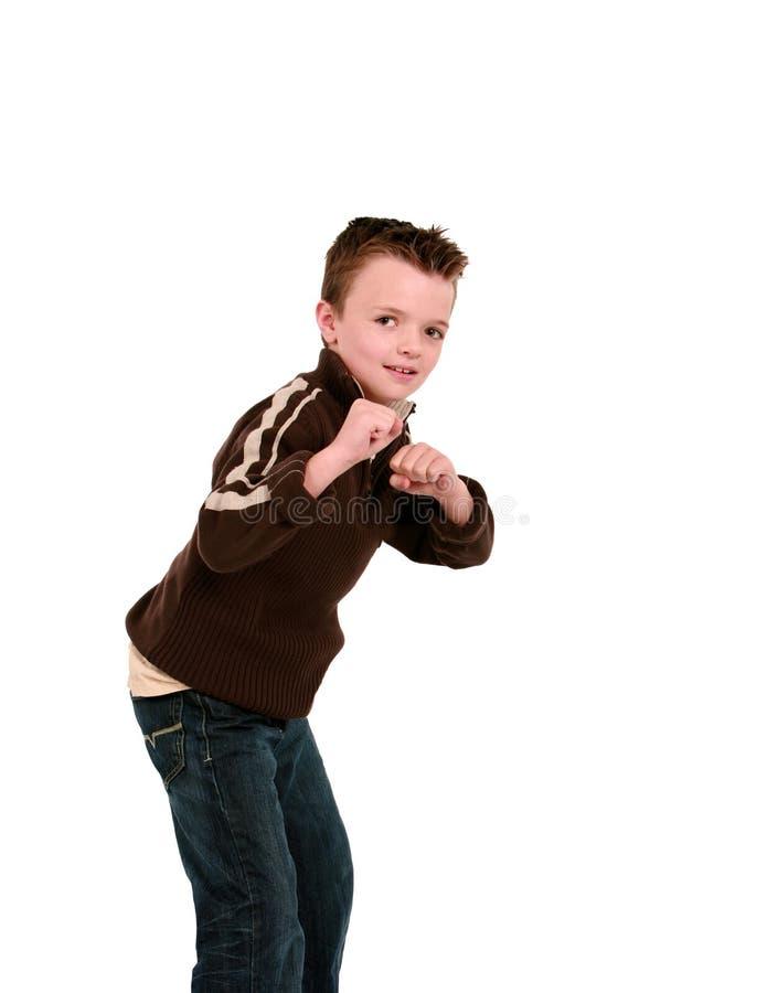 Junge betriebsbereit zu kämpfen stockbild