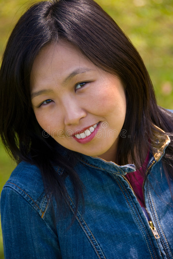 Junge chinesische Frau stockbild. Bild von draußen, auge