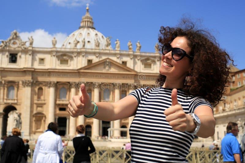 Junge Dame in Vatikan stockfotografie
