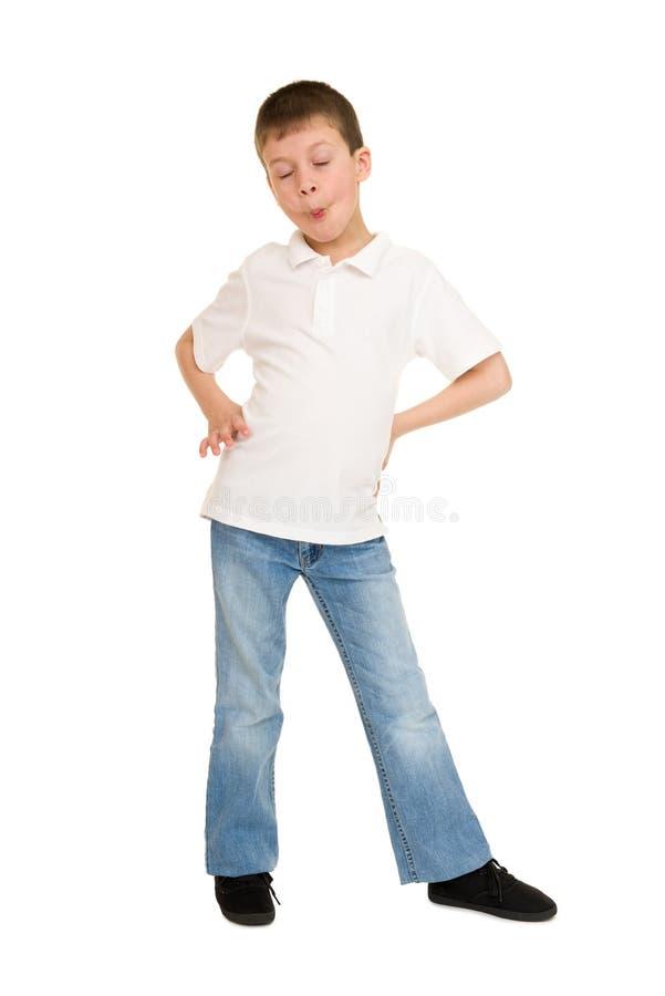 Junge, der auf Weiß Gesicht verzieht lizenzfreie stockfotos