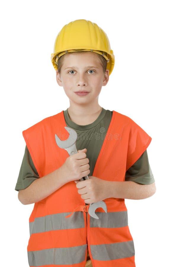 Junge, der einen Schlüssel auf Weiß hält stockfoto