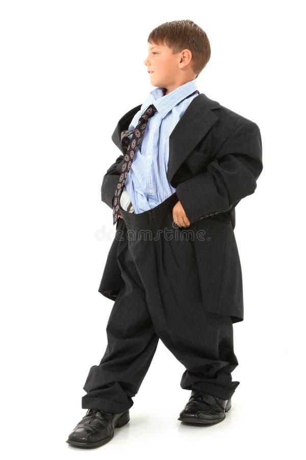 Junge in der sackartigen Klage lizenzfreie stockfotos