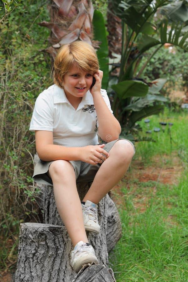 Junge der schönen blonden 10 Jahre lizenzfreies stockfoto