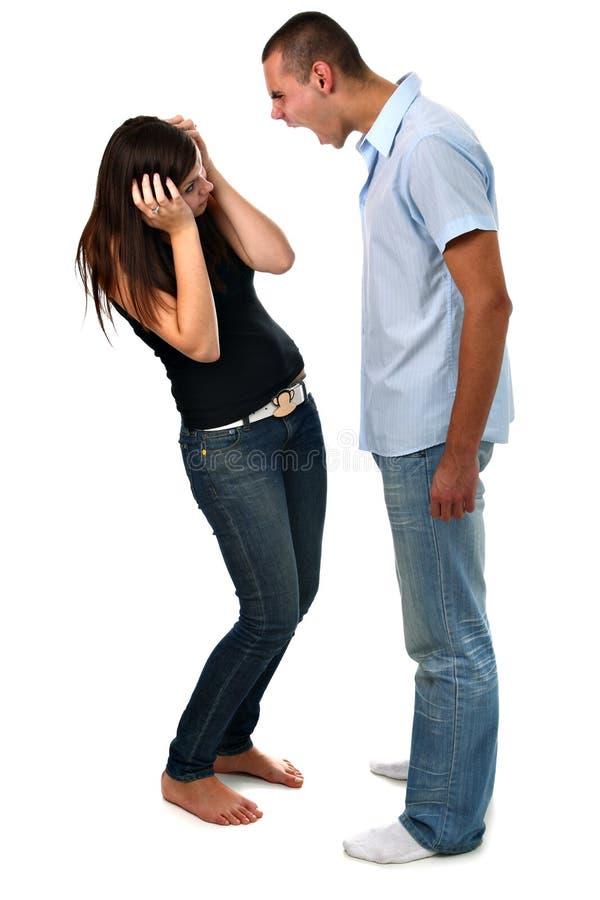 Junge, der an seiner Freundin getrennt auf Weiß kreischt lizenzfreies stockbild