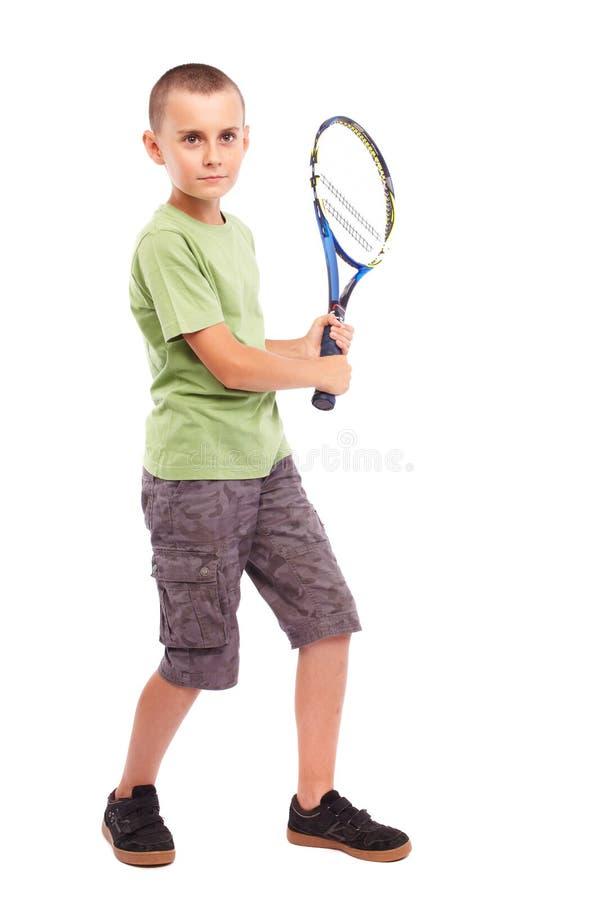 Junge, der Tennis spielt lizenzfreies stockfoto