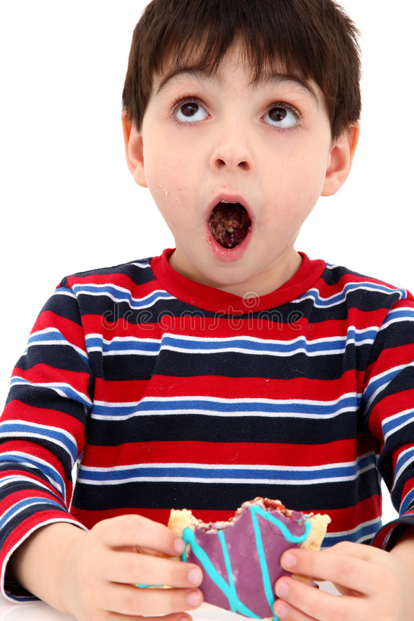 Junge, der Toaster-Gebäck isst stockbild