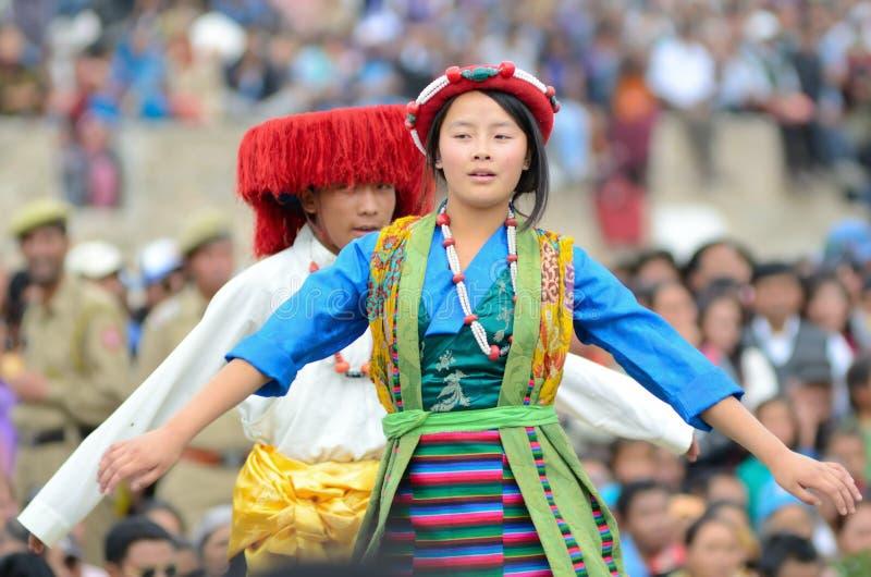 Junge Dorfbewohnerkünstler auf Festival von Ladakh Erbe lizenzfreie stockfotos