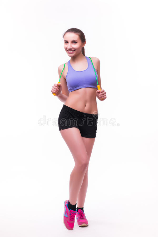 Junge Eignungsfrau mit gesunder sportlicher Zahl mit Springseil stockbild