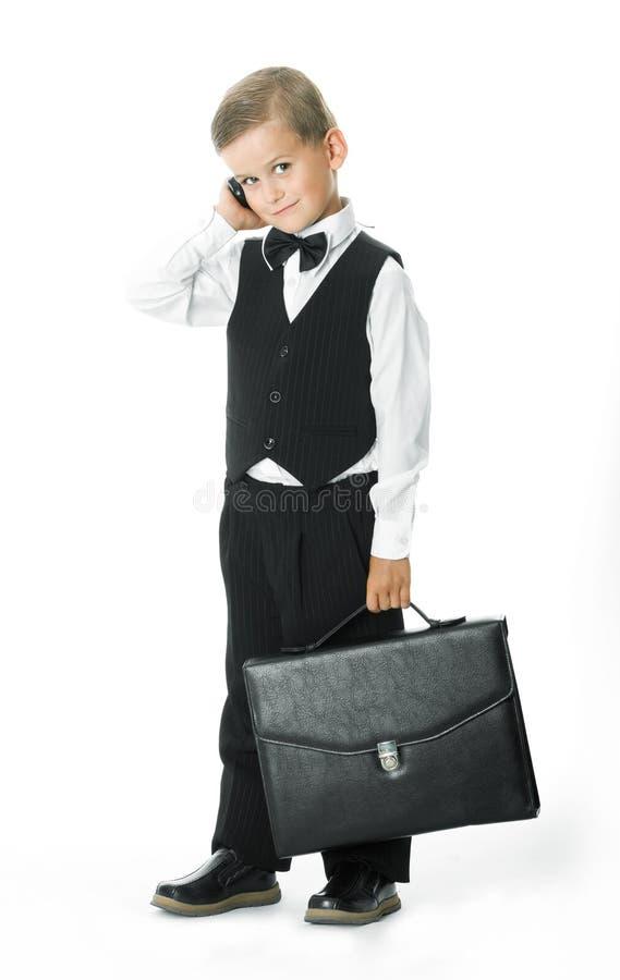 Junge in einer Klage lizenzfreie stockfotografie