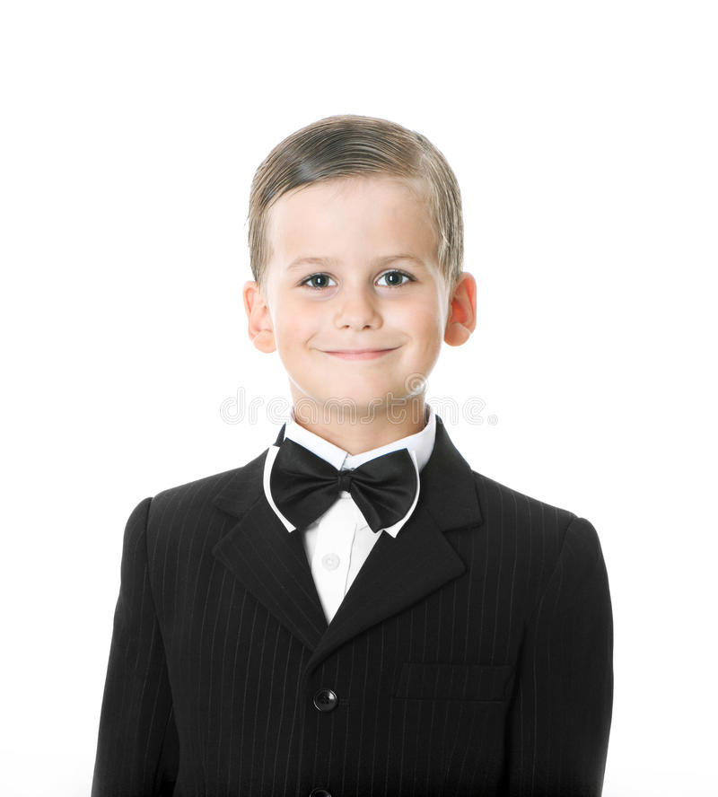 Junge in einer Klage lächelt lizenzfreie stockfotos