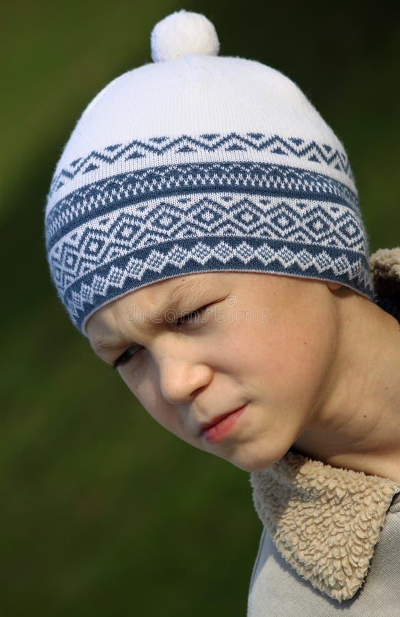Junge in einer Schutzkappe stockfotografie